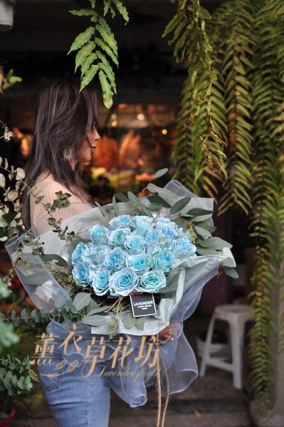 荷蘭空運~天空藍玫瑰花束110012510
