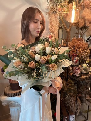 焦糖奶油玫瑰&鬱金香花束設計 110093018