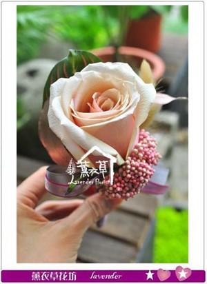 玫瑰胸花107042713